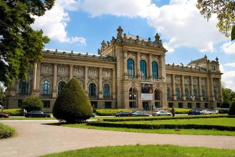 Durchs-Landesmuseum-Hannover-schlendern