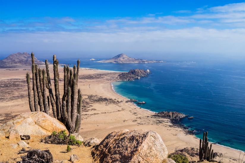 Die-Atacama-Wueste-grenzt-an-den-Stillen-Ozean