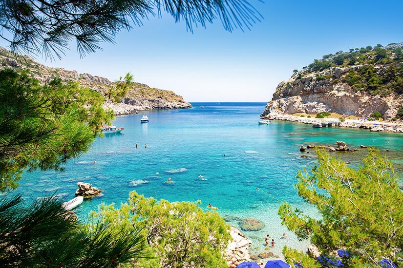 Maerchenhafte-Bucht-auf-der-Insel-Rhodos