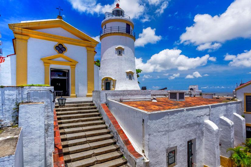Leuchtturm-und-Kapelle-in-der-Festung-Guia